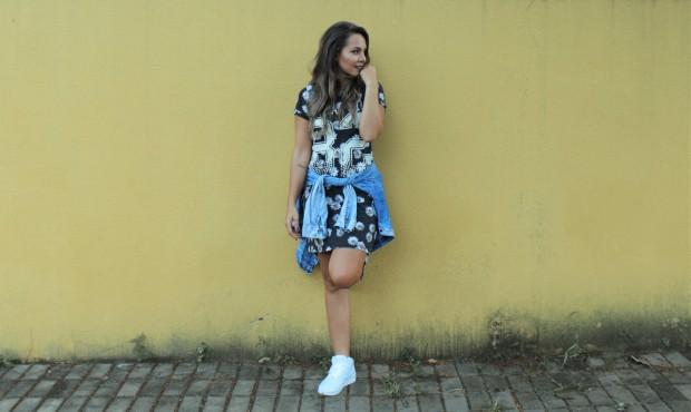 Tenis branco vestido floral